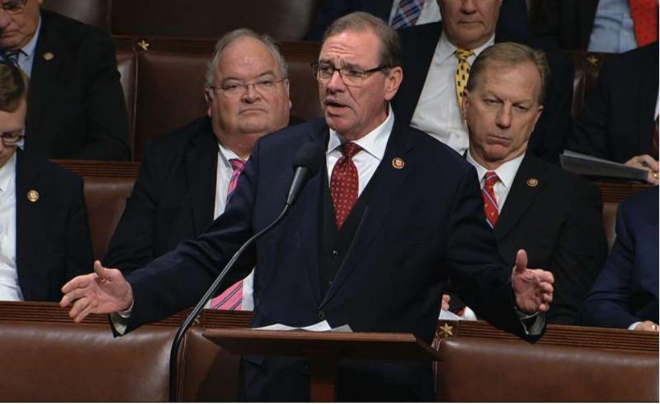 佛罗里达州国会议员访问急诊室后对冠状病毒检测呈阳性。